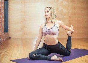 yoga-3053487__340